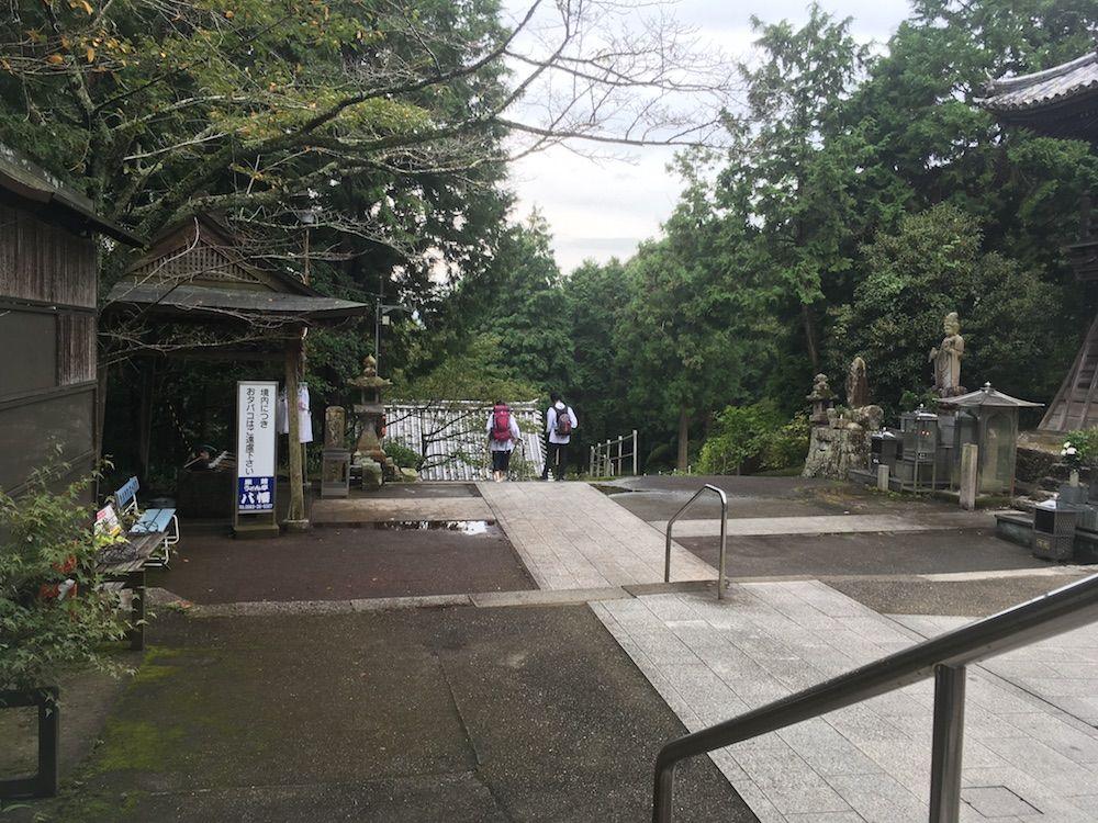熊谷寺の境内