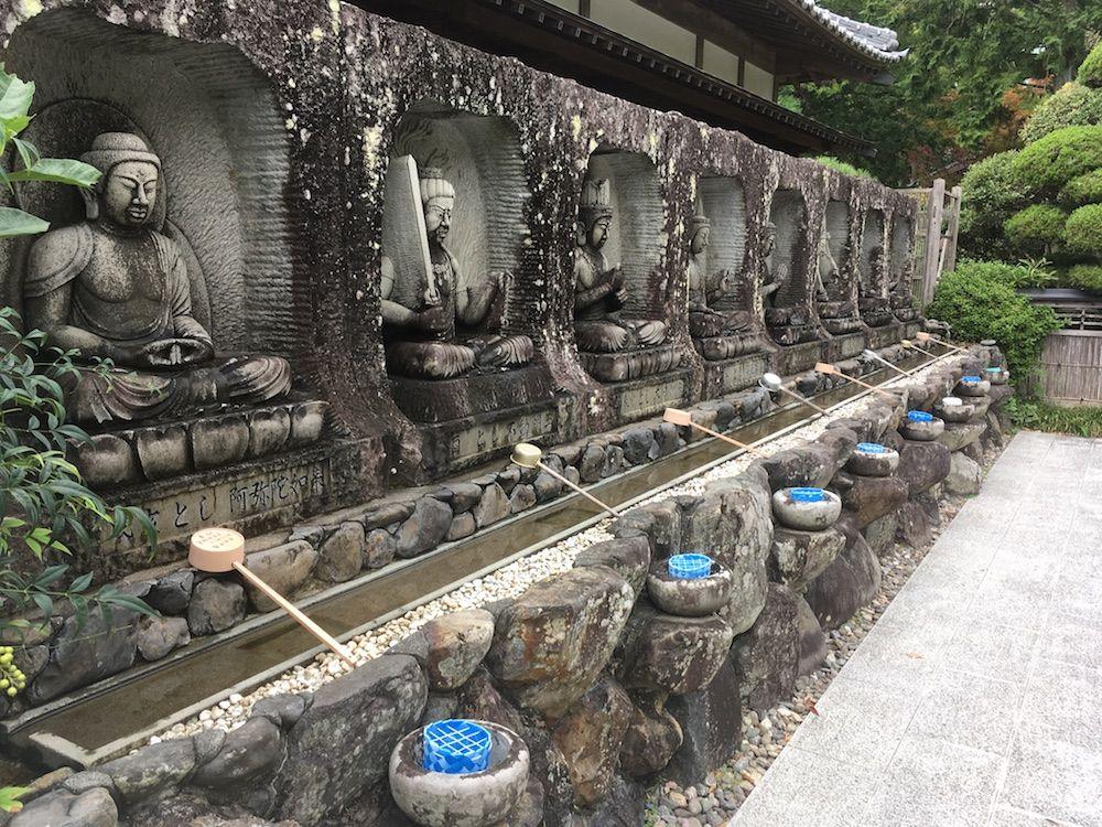 観自在寺の銭洗所